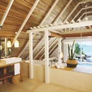 Offenes Badezimmer mit Blick auf das Meer im 4-Sterne Preskil Island Resort auf Mauritius.