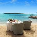 Frühstück am Strand im 4-Sterne Preskil Island Resort auf Mauritius.