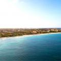 Luftaufnahme über den Strand des 4-Sterne Amsterdam Manor Beach Resort in Aruba.