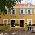 Eingang ins 4-Sterne Avila Beach Hotel auf Curacao.