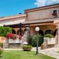 Gartezimmer Aussenansicht des 4-Sterne Hotel Baia di Nora in Pula auf Sardinien.