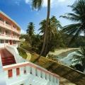 das Hauptgebaeude des 4-Sterne Hotels Blue Haven auf Tobago.