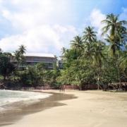Sandstrand im 4-Sterne Hotel Blue Haven auf Tobago.