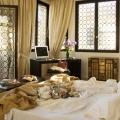Deluxe Zimmer mit Blick auf den Canale Grande im 4-Sterne Hotel Ca´ Nigra Lagoon Resort in Venedig.