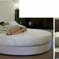 Zimmer mit rundem Bett im 4-Sterne Hotel Ca´ Nigra Lagoon Resort in Venedig.