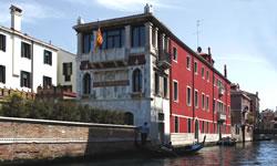 Aussenansicht auf das 4-Sterne Hotel Ca´ Nigra Lagoon Resort in Venedig.