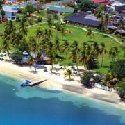 Luftaufnahme der Analge und es Strands des 4-Sterne The Calabash Hotel auf Grenada.