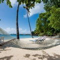 Haengematte und grosses Schachspiel am Strand im 4-Sterne The Calabash Hotel auf Grenada.