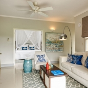 Deluxe Suite mit Blick ins Schlafzimmer vom Wohnzimmer aus im 4-Sterne The Calabash Hotel auf Grenada.