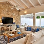 Wohnzimmer mit Terrasse und Pool in einem Penthouse im 4-Sterne The Calabash Hotel auf Grenada.