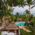 Spa-Huetten und Poolanlage im 4-Sterne Canonnier Beachcomber Golf Resort & Spa auf Mauritius.