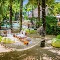 Haengematte im Garten im Poolanlage im 4-Sterne Canonnier Beachcomber Golf Resort & Spa auf Mauritius.