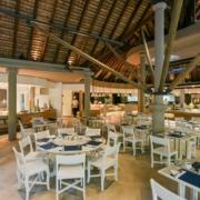 Restaurant im Innenbereicht im 4-Sterne Hotel Canonnier Beachcomber auf Mauritius.
