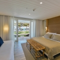 Zimmerinnenansicht im 4-Sterne Hotel Cannonier Beachcomber auf Mauritius- Superiorzimmer mit Meerblick.