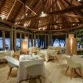 Restaurant am Abend im 4-Sterne Canonnier Beachcomber Golf Resort & Spa auf Mauritius.