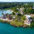 Luftaufnahme mit Blick auf das 4-Sterne Hotel Chuini Zanzibar Beach Lodge.