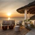 Das Restaurnat am Abend im 4-Sterne Hotel Chuini Zanzibar Beach Lodge.