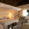 Innenansicht mit Blick nach draussen in einem Premium Room im 4-Sterne Hotel Chuini Zanzibar Beach Lodge.