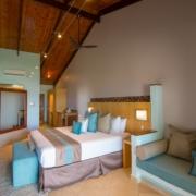 Superior Zimmer Innenansicht im 5-Sterne Hotel Coco de Mer & Black Parrot Suites auf der Insel Praslin, Seychellen.