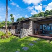 Aussenansicht auf die Superior Zimmer im 5-Sterne Hotel Coco de Mer & Black Parrot Suites auf der Insel Praslin, Seychellen.