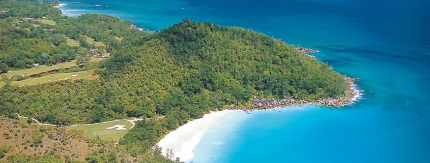 Luftaufnahme des 5-Sterne Constance Lémuria Resort auf der Insel Praslin.