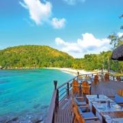 Terrasse des Restaurants The Nest im 5-Sterne Constance Lémuria Resort auf der Insel Praslin.