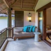 Balkon einer Junior Suite im 5-Sterne Constance Lémuria Resort auf der Insel Praslin.