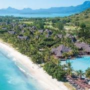 Eine Luftaufnahme des 6-Sterne Hotel Dinarobin Beachcomber Golf Resort und Spa auf Mauritius.