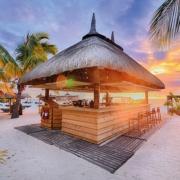 Die Strandbar im 6-Sterne Hotel Dinarobin Beachcomber Golf Resort und Spa auf Mauritius.