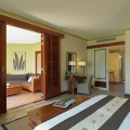 Innenansicht der Juniorsuite im 6-Sterne Hotel Dinarobin Beachcomber Golf Resort und Spa auf Mauritius.