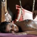 Massagezeremonie im Dinarobin Beachcomber Golf Resort und Spa.
