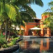 Poolanlage im 6-Sterne Hotel Dinarobin Beachcomber Golf Resort und Spa auf Mauritius.