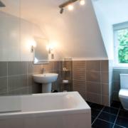 Badezimmermit Badewanne im 4-Sterne Hotel Duisdale House auf der Isle of Skye in Schottland.