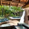 Terrasse mit privatem Pool im Gauguin Cottage im 4-Sterne Galley Bay Resort und Spa auf Antigua.
