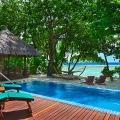 Privater Pool einer Beach Front Villa im 5-Sterne Hilton Seychelles Labriz Resort & Spa auf der Privatinsel Silhouette Island.