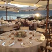 Terrasse geschmueckt fuer Hochzeitsdinner im 4-Sterne Hotel San Roco am Ortasee.