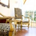 Sessel in der Lobby imInnenansicht im Superior Doppelzimmer im 4-Sterne Hotel am Mirabellplatz in Salzburg.