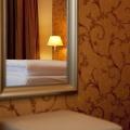 Spiegel im Superior Doppelzimmer im 4-Sterne Hotel am Mirabellplatz in Salzburg.