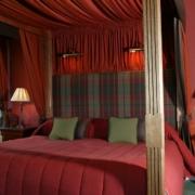 Himmelbett im 4-Sterne Bunchrew House Hotel in Inverness in Schottland.