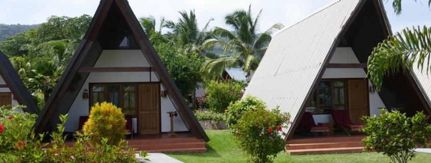 Einzelstehende Chalets im 3-Sterne plus Hotel La Digue Island Lodge auf den Seychellen.