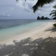 Strand des 3-Sterne plus Hotel La Digue Island Lodge auf den Seychellen.