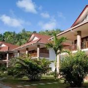 Aussenansicht des 4-Sterne Hotels Le Duc de Praslin, auf den Seychellen.