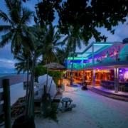 Die Bar in der Abendstimmung im 4-Sterne Hotel Le Duc de Praslin, auf den Seychellen.