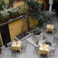Der Innenhof von oben betrachtet im 3-Sterne Plus Hotels Locanda del Corte in Venedig.