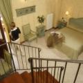 Zimmer mit Treppe im 3-Sterne Plus Hotels Locanda del Corte in Venedig.