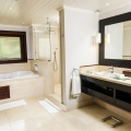 Badezimmer in einer Junior Suite im 5-Sterne Hotel Lux*-Le Morne auf Mauritius.