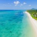 Strand mit kristallklarem Wasser im 5-Sterne Hotel Lux*-Le Morne auf Mauritius.
