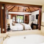 Badezimmer in einer Ocean Junior Suite im 5-Sterne Hotel Lux*-Le Morne auf Mauritius.