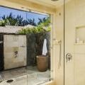 Aussendusche in einer Prestige Junior Suite im 5-Sterne Hotel Lux*-Le Morne auf Mauritius.