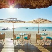 Strandrestaurant mit Blick aufs Meer im 5-Sterne Hotel Lux*-Le Morne auf Mauritius.